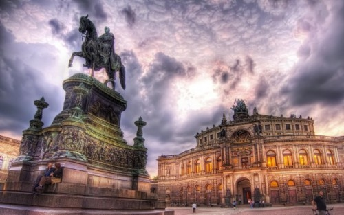 Relaxing-in-Dresden-600x375